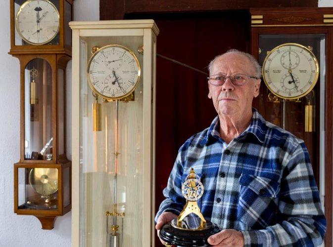 Franciszek Wiegand - naprawa zegara na wieży kościoła Serca Pana Jezusa w Mysłowicach